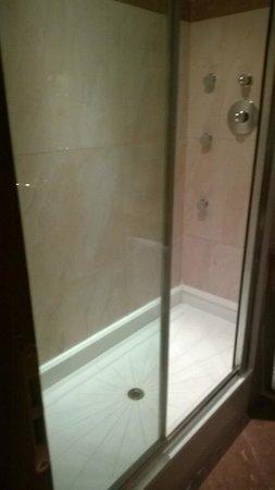 AS Hotel Monza: camera doccia