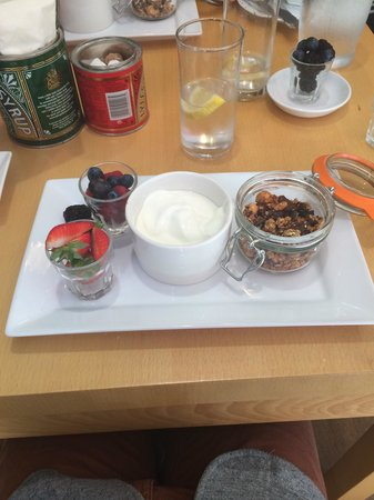 Food at Williams: Granola with fresh fruit and yogurt, my favourite at this place!