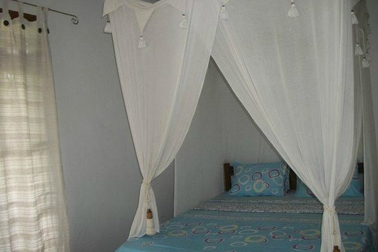 Mimpi Manis Homestay : Room 1 - The House - Bedroom