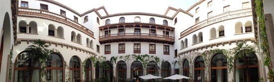 IBEROSTAR Grand Hotel Mencey: Panoramica giardino/chiosco interno
