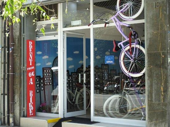 Luggage Point & Rent a Bike: Plan Bike Barcelona entrance