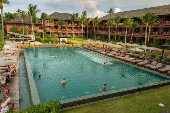 Hansar Samui Resort: La piscine vue du restaurant