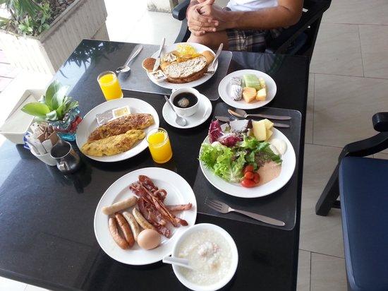 Ramada Plaza Bangkok Menam Riverside : breakfast in Ramada hotel)