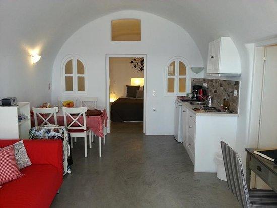 Helianthus Suites: cave house