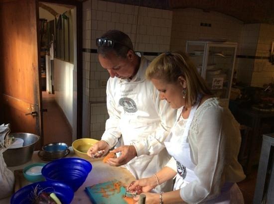 Podere Il Casale: Preparing braise of wild rabbit