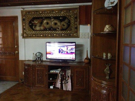 Yangon Home Stay: living room