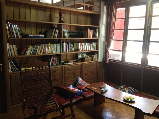 Yangon Home Stay: library