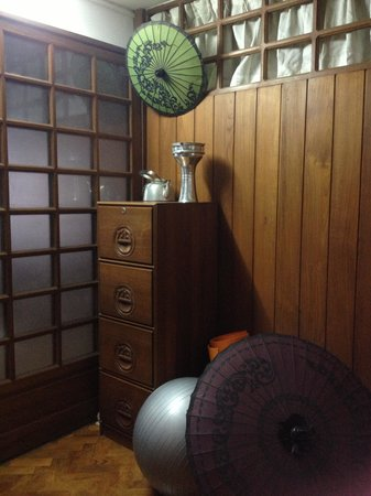 Yangon Home Stay: antique