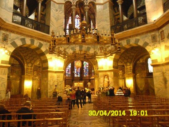 Aachen Cathedral (Dom): ПАНИКАДИЛО БАРБАРОССЫ.Вклад императора Фридрих Барб и его жены Беатрикс в королевскую капеллу Аа
