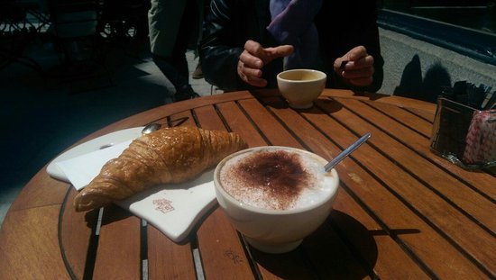 Le Pain Quotidien: Cappuccino, coffee and croissant