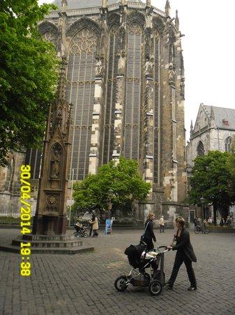 Aachen Cathedral (Dom): апелла построена по примеру архитектуры Древнего Рима.