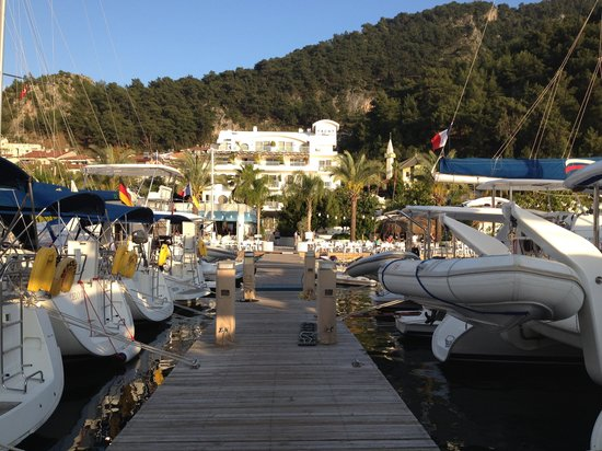 Yacht Classic Hotel: Viewed from the pontoon