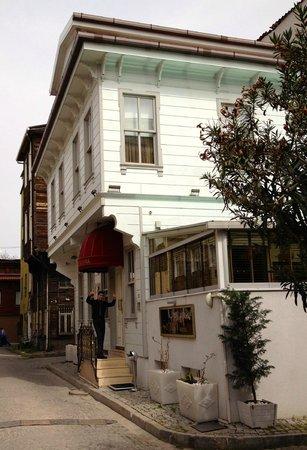 Sultan Tughra Hotel : The Hotel