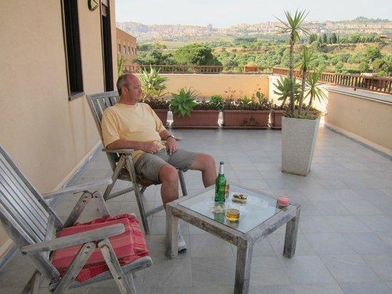 Camera con Vista: Big wrap around terrace