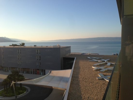Radisson Blu Resort Split: Medesima stanza vista dal balcone