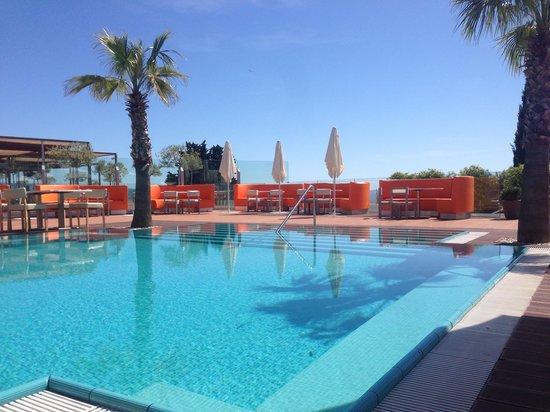 Radisson Blu Resort Split: Piscina