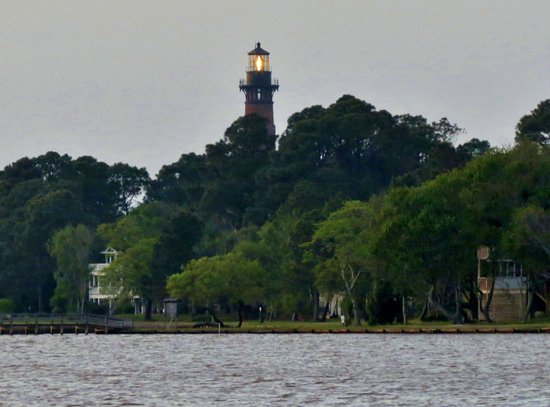 Inn at Corolla Light: view of lighthouse from same pier