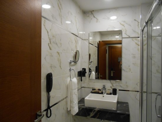 Dosso Dossi Hotel Old City : spacious bathroom