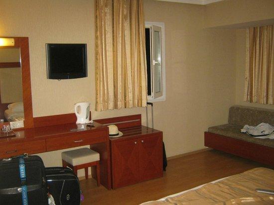 Julian Club Hotel: room