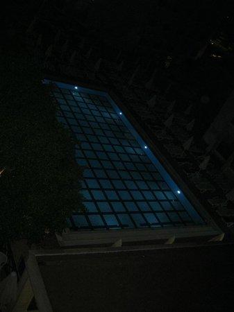 Julian Club Hotel: pool at night