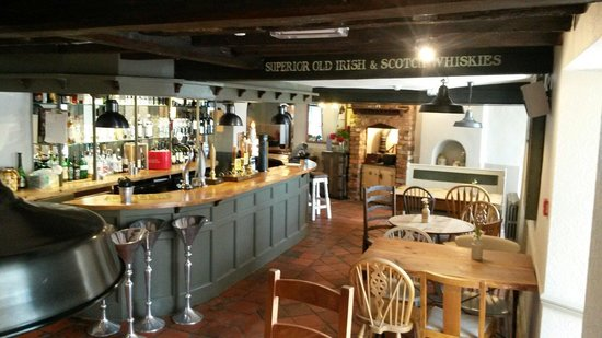The Ilchester Arms Hotel: Bar and great nosh bowls £3 each. Like meatballs and slow cooked pork