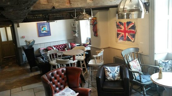 The Ilchester Arms Hotel: Another bar another lounge to relación relax in