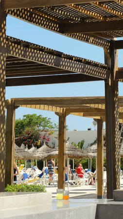 Djerba Sun Club: Matin et midi repas à l'extérieur, génial!