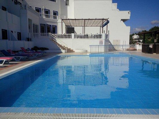 Dolce Bodrum Hotel and Beach club: Pool / restaurant