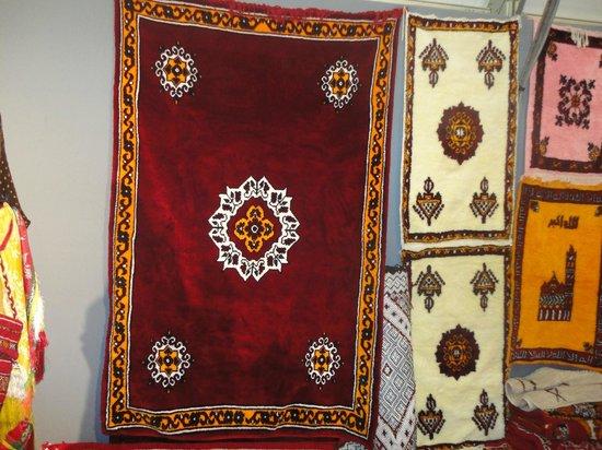 Hotel Dar Zitoune : Les beaux tapis marocains