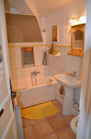 La Charlotte Aix en Provence: La salle de bain