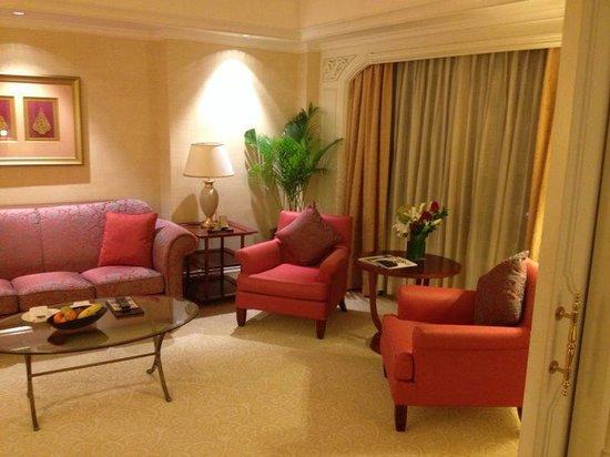 Shangri-La Hotel Jakarta: Huge Lounge
