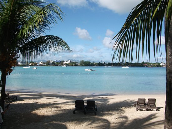 Mauricia Beachcomber Resort & Spa: Gran Baie from Le Mauricia