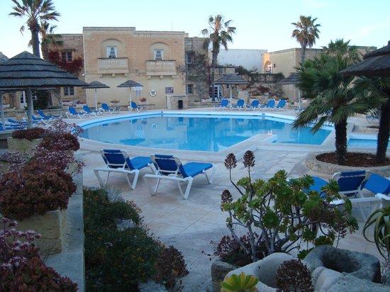 Villagg Tal-Fanal: the pool