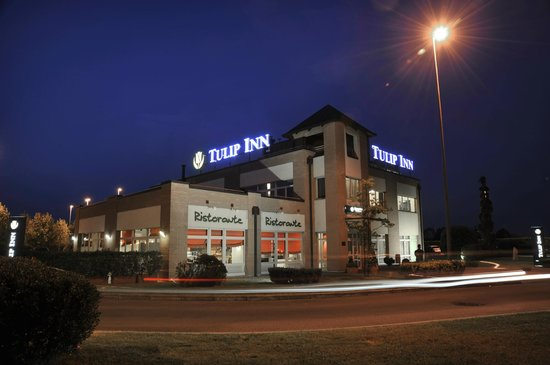 Tulip Inn Turin West by night