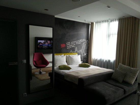 Hotel Berlin, Berlin: Cool wall
