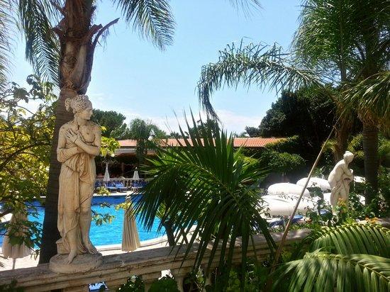 Sant Alphio Garden Hotel & Spa : Garden/Pool