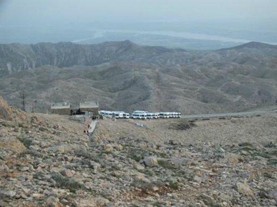 Mount Nemrut: İniş merdivenlerinden araçların çıkabildiği son nokta