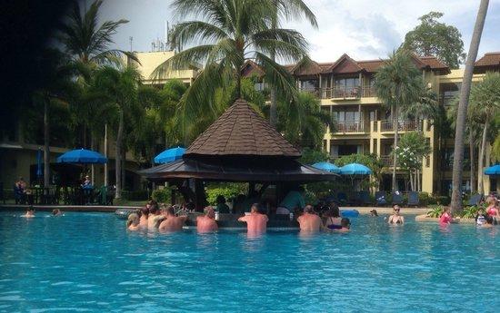 Phuket Marriott Resort & Spa, Merlin Beach : The pool bar