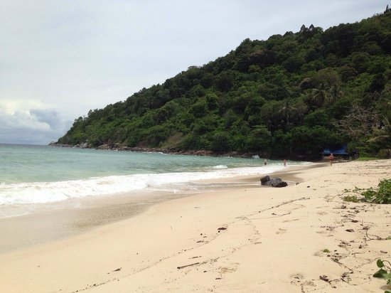 Phuket Marriott Resort & Spa, Merlin Beach : The hotel beach at full tide