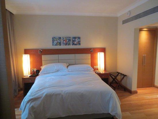 Hilton Bangalore Embassy GolfLinks: Bedroom