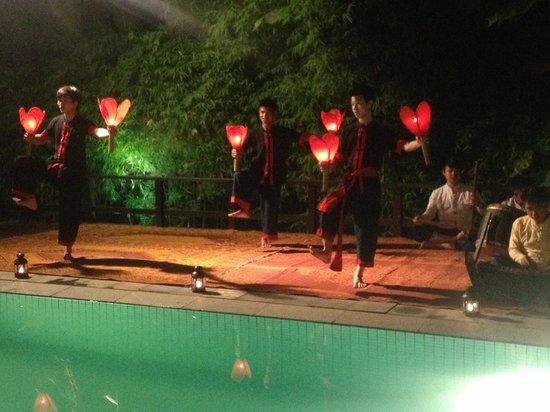 Maison Souvannaphoum Hotel: Traditional Performance during 'Laos Exclusive Set Dinner'