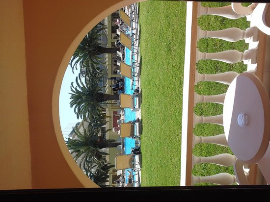 Messonghi Beach Resort : une des piscine