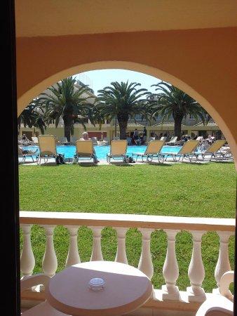 Messonghi Beach Resort: une des piscine
