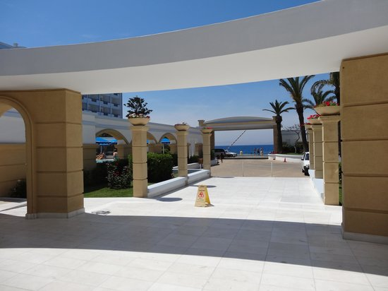 Mitsis Grand Hotel: View from front entrance (the other pool in their main photo is to the left)