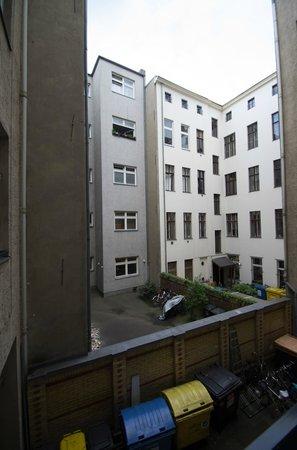 Grand Hostel Berlin: Zimmeraussicht im ersten Stock Richtung Hinterhof