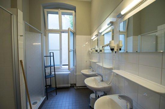 Grand Hostel Berlin: Duschen im ersten Stock