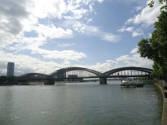 Hohenzollern Bridge : Hohenzollernebrücke