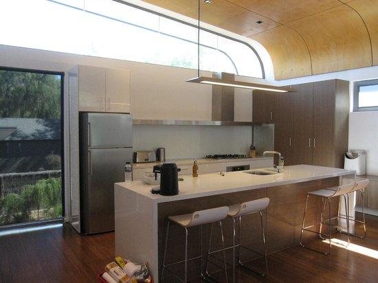 Aqua Resort Busselton: kitchen