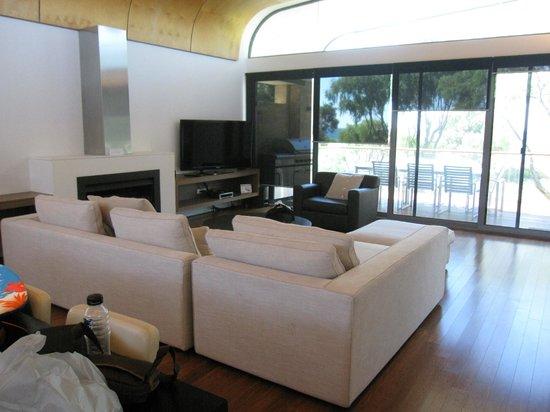 Aqua Resort Busselton: living room