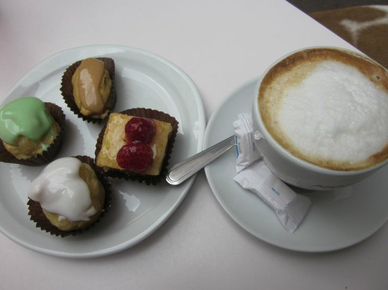Belliard: A good coffee with some pastry